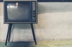 Οι ανορθολογικές πίστες της δημόσιας τηλεόρασης