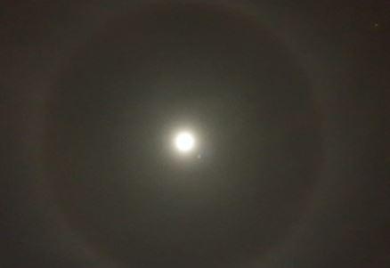 Η Σεληνιακή Άλως στον ουρανό της Αθήνας τώρα